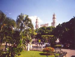 tour yucatan by bus merida catedral y parque