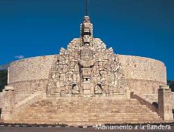 tour yucatan in bus merida monumento bandera