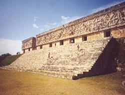 yucatan tour in bus uxmal tempio